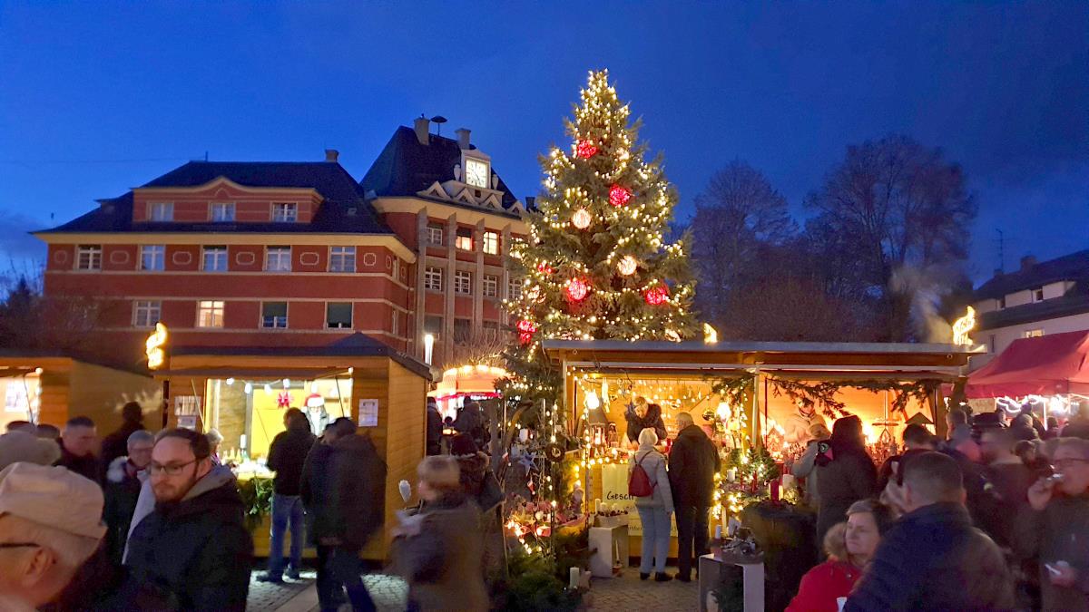 Glühweinverkauf für den guten Zweck – Weihnachtsmarkt in Borsdorf